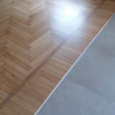 Come intergrare pavimenti diversi mobiloutlet l 39 arredamento scontato - Bagno in cemento resinato ...
